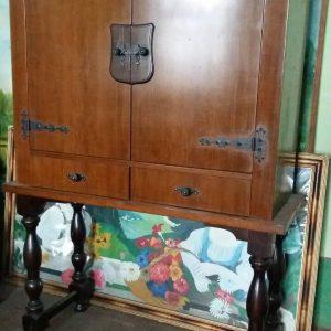 Антикварный комод нач.ХХ века с высокими ножками и бронзовыми накладками