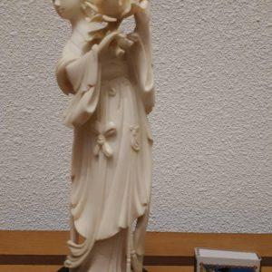 Скульптура Девушка с лотосом  Слоновая кость