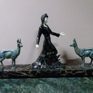 Скульптура Девушка с оленятамиАр деко 1920-е