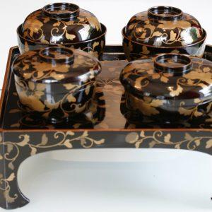 Лаковый столик-поднос с 4 мисками Мэйдзи-Тайсё 1890–1920 годы